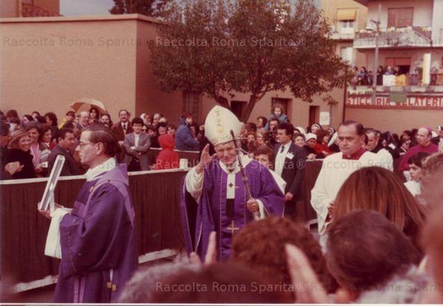 Visita pastorale del Papa Giovanni Paolo II alla Parrocchia di San Tarcisio al IV Miglio (03/03/1985) Foto di Antonio Priolo da #RomaSparita#quartomiglio #quartomiglioappio #IVmiglio #roma