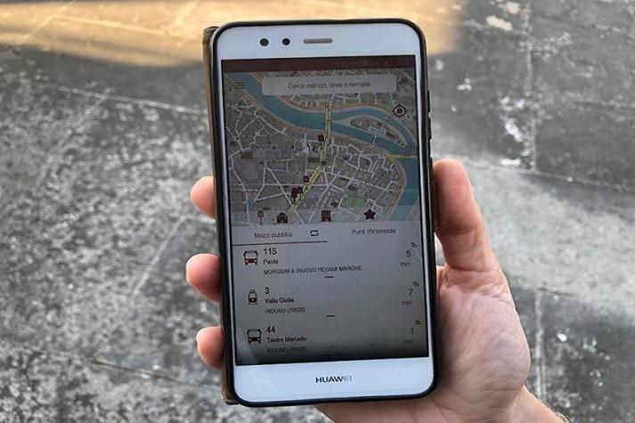 """Ora nelle mappe si """"vedono"""" tutti gli autobus. Novità per Google Maps grazie ai dati di Rsm"""