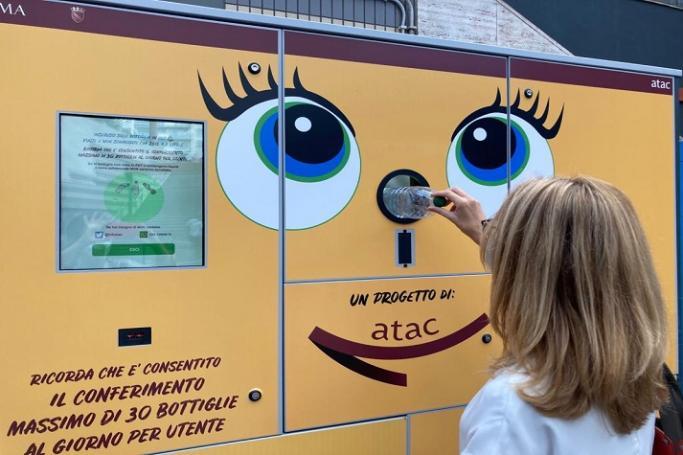 """Più ricicli più viaggi: in metro tornano le """"mangiaplastica"""""""